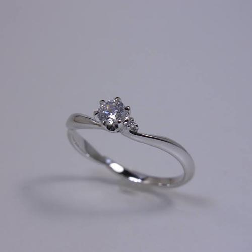 ケルヒ・エンゲージリング、婚約指輪 「brisa(ブリッサ)」の紹介。