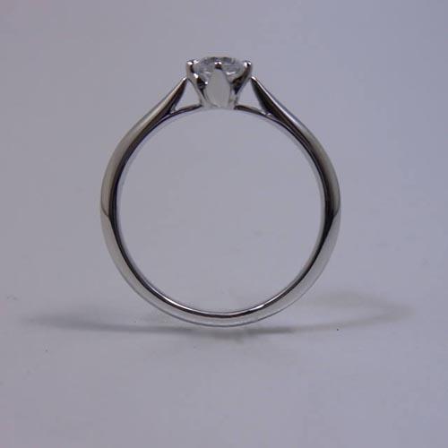 ケルヒ・エンゲージリング、婚約指輪 「PETIT FLEUR(プチ・フルール)」の紹介。
