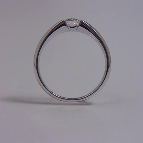 ケルヒ・エンゲージリング、婚約指輪 「Manoa(マノア)」の紹介。