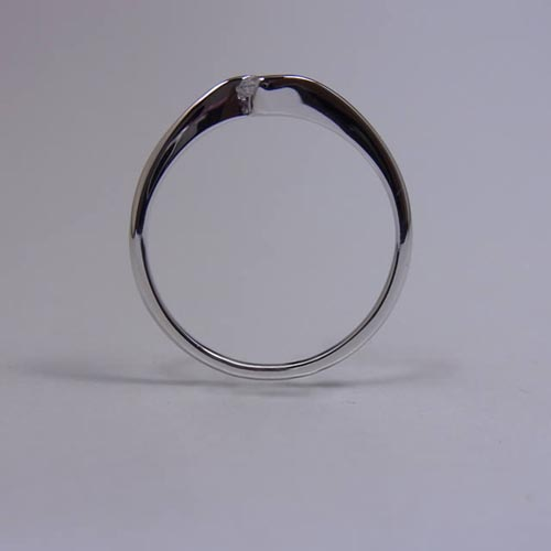ケルヒ・エンゲージリング、婚約指輪 「Luna(ルナ)」の紹介。
