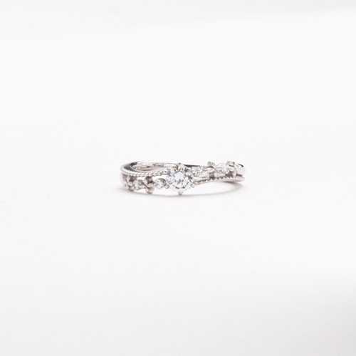 婚約指輪、エンゲージリング 「baiser de l'ange(ベゼ・ド・ランジュ)」