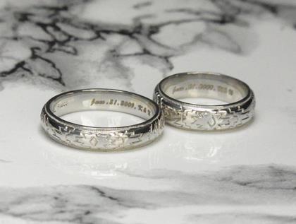 インディアンジュエリーのようなプラチナ結婚指輪