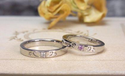 誕生石セッティングのプラチナ結婚指輪