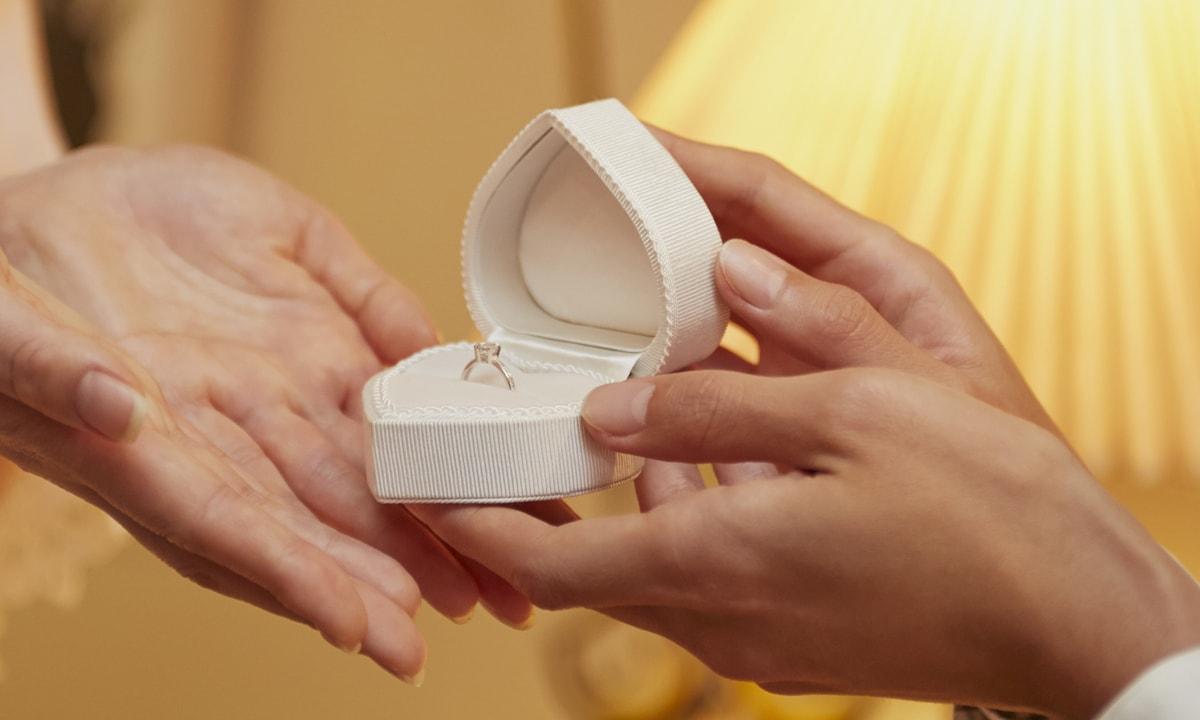 「思い出を入れる器」と、婚約指輪