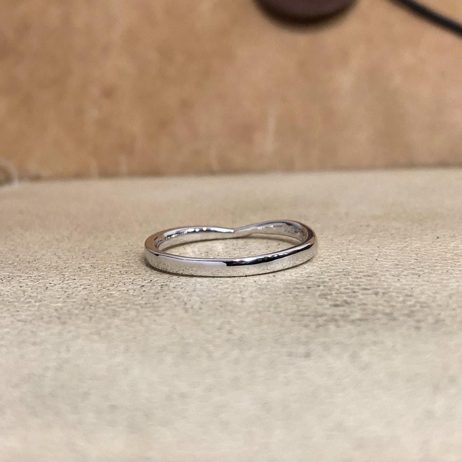 マリッジリング、結婚指輪 「bisou(ビズー)」女性用後ろ