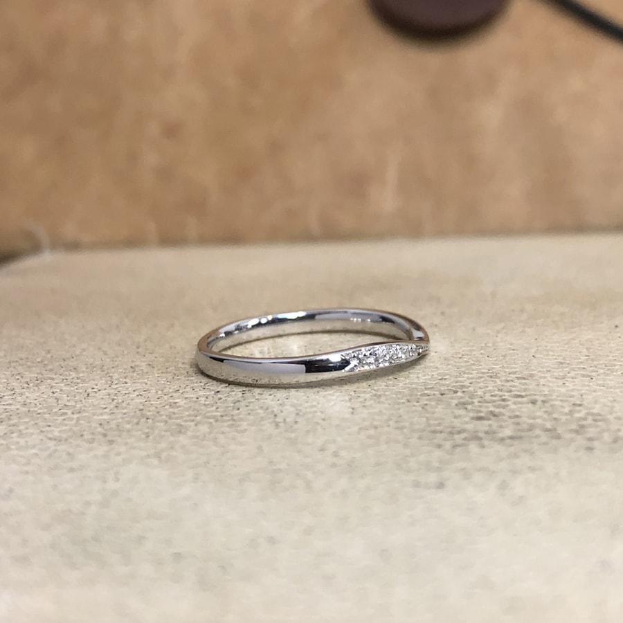 マリッジリング、結婚指輪 「bisou(ビズー)」女性用右側