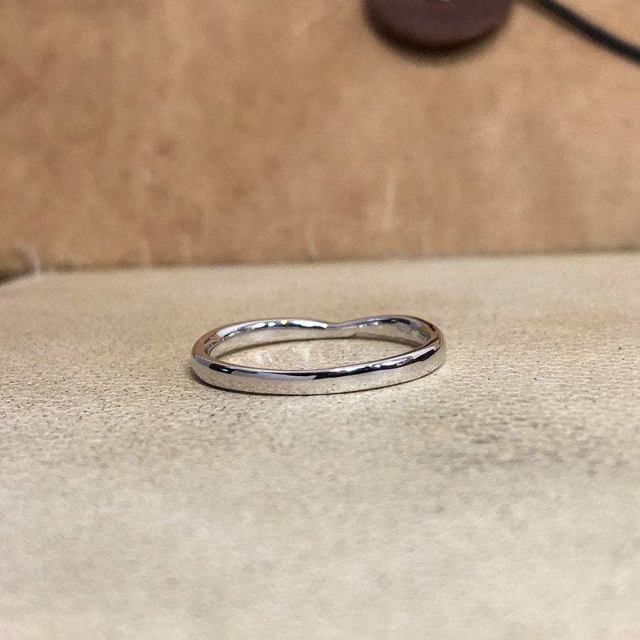 マリッジリング、結婚指輪 「bisou(ビズー)」男性用後ろ