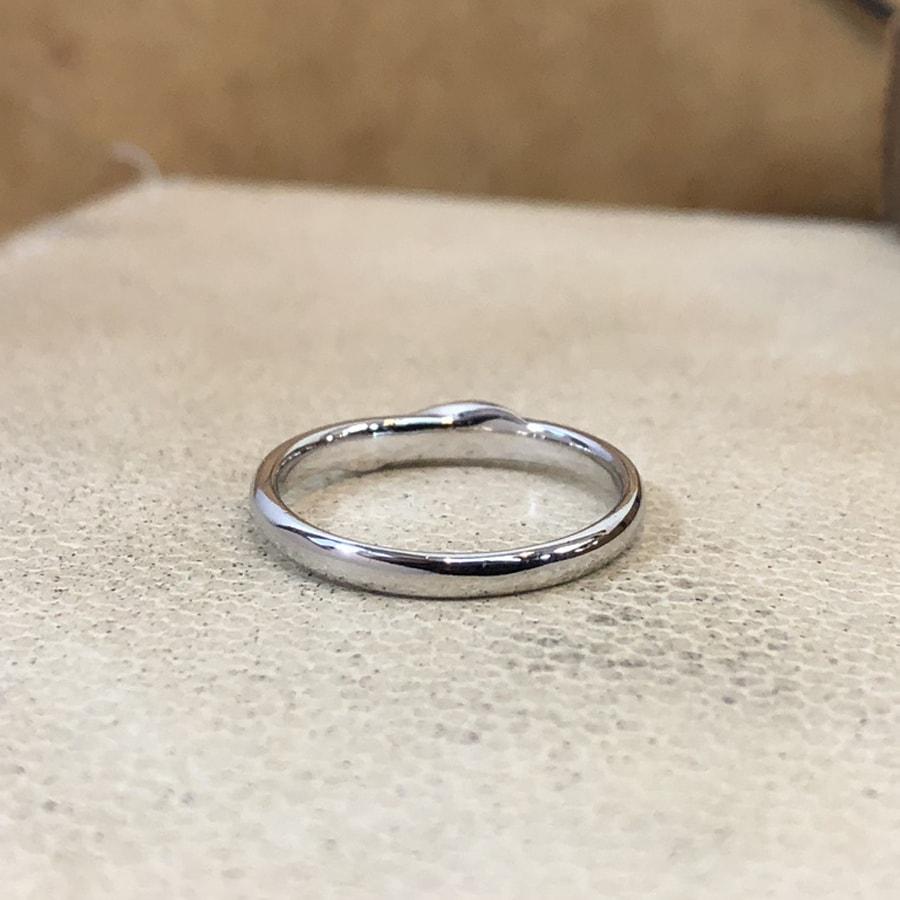 マリッジリング、結婚指輪 「carino(カリーノ)」女性用後ろ