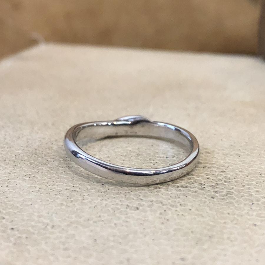 マリッジリング、結婚指輪 「carino(カリーノ)」男性用後ろ