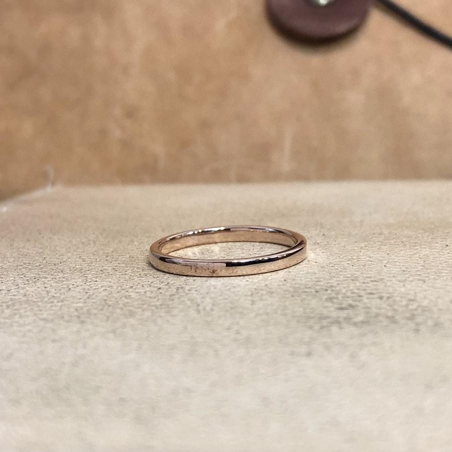 マリッジリング、結婚指輪 「chic(シック)」女性用後ろ