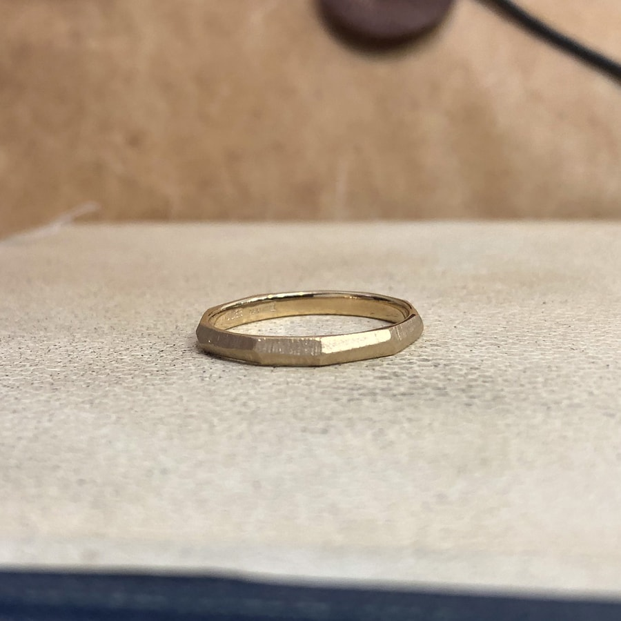 マリッジリング、結婚指輪 「dur(デュール)」女性用後ろ