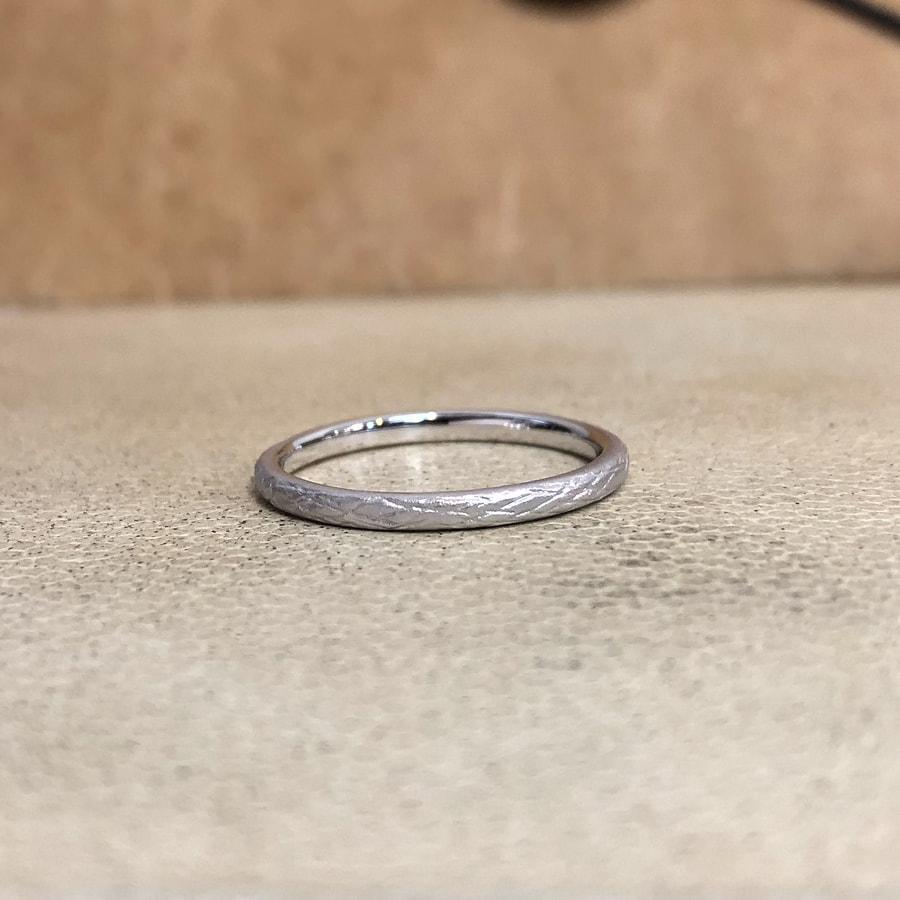 マリッジリング、結婚指輪 「folio(フォリオ)」女性用後ろ