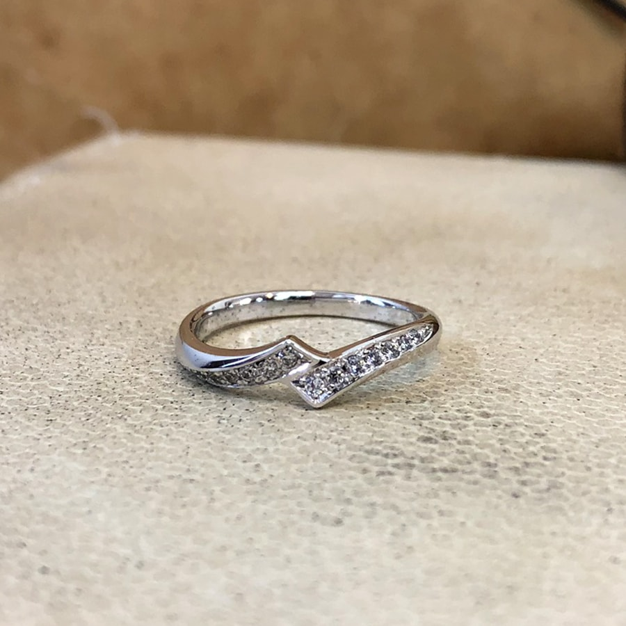 マリッジリング、結婚指輪 「luce(ルーチェ)」女性用正面