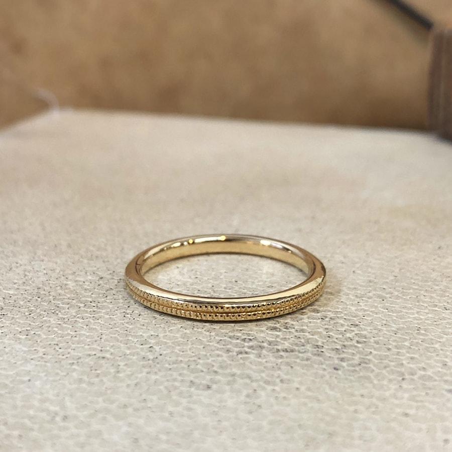 マリッジリング、結婚指輪 「onesto(オネスト)」女性用後ろ
