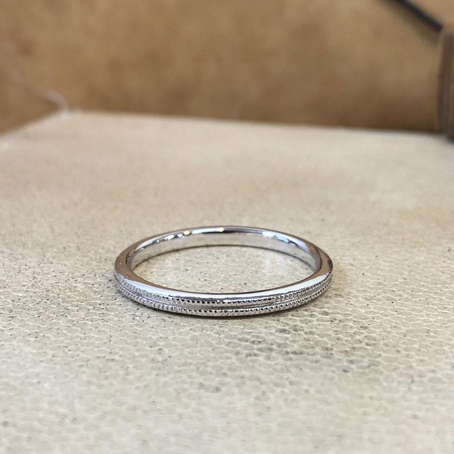 マリッジリング、結婚指輪 「onesto(オネスト)」男性用後ろ