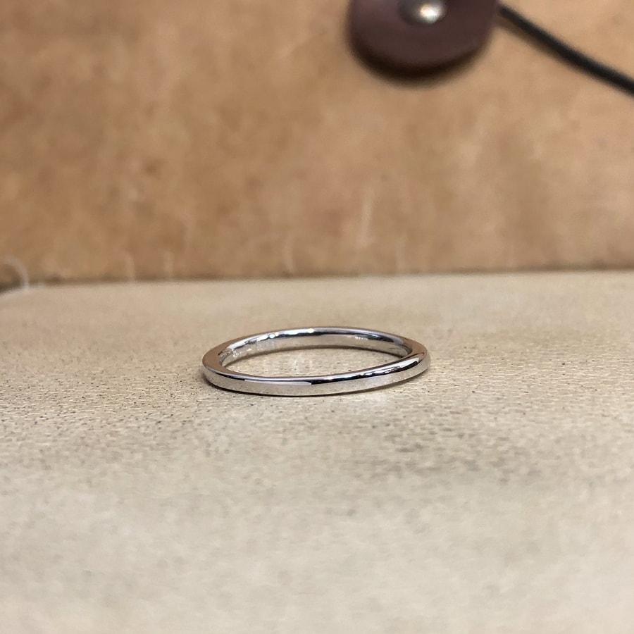 マリッジリング、結婚指輪 「palette(パレット)」女性用後ろ