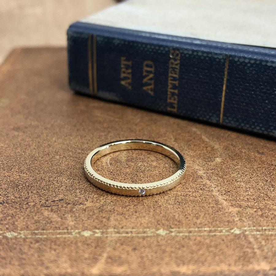 マリッジリング、結婚指輪 「rocher round(ロシェ・ラウンド)」ミルグレイン 甲丸