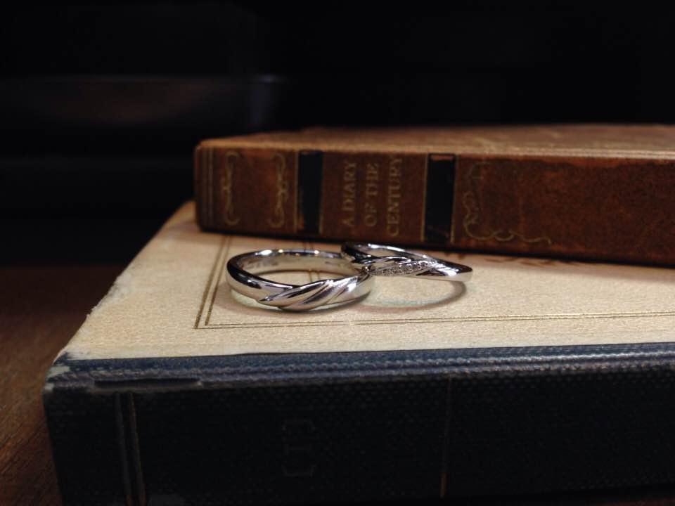 プラチナV字ライン、メレダイヤ結婚指輪 | 結婚指輪手作り作品