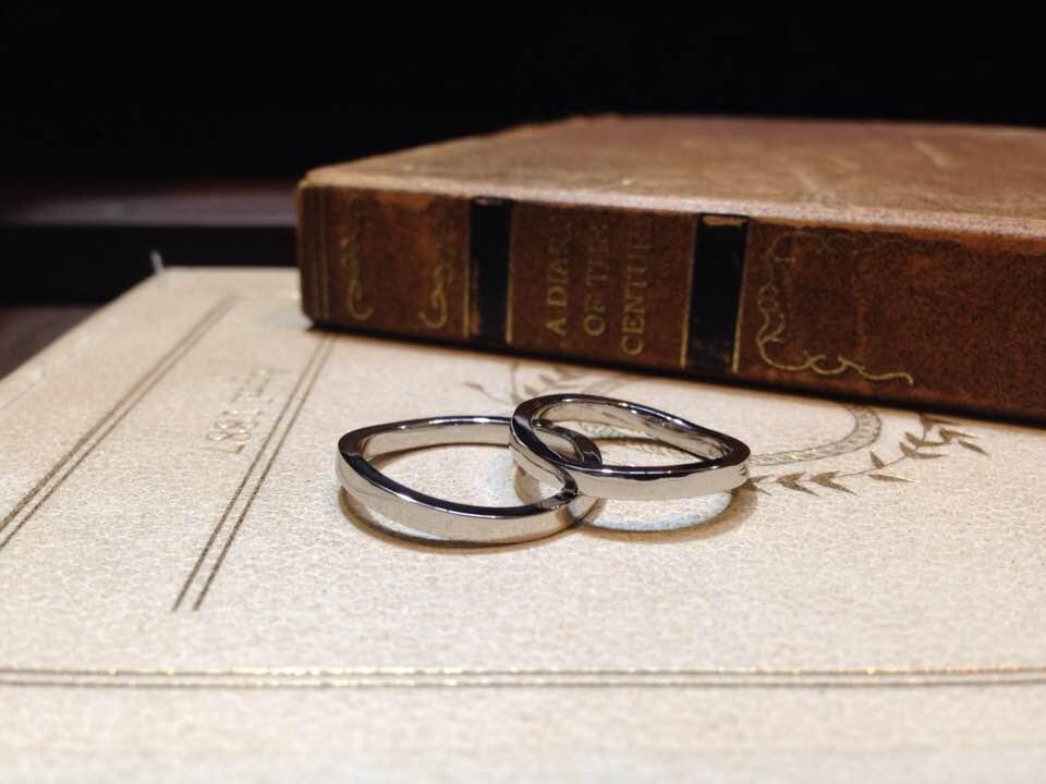 プラチナ平打ちウェーブ結婚指輪 | 結婚指輪手作り作品