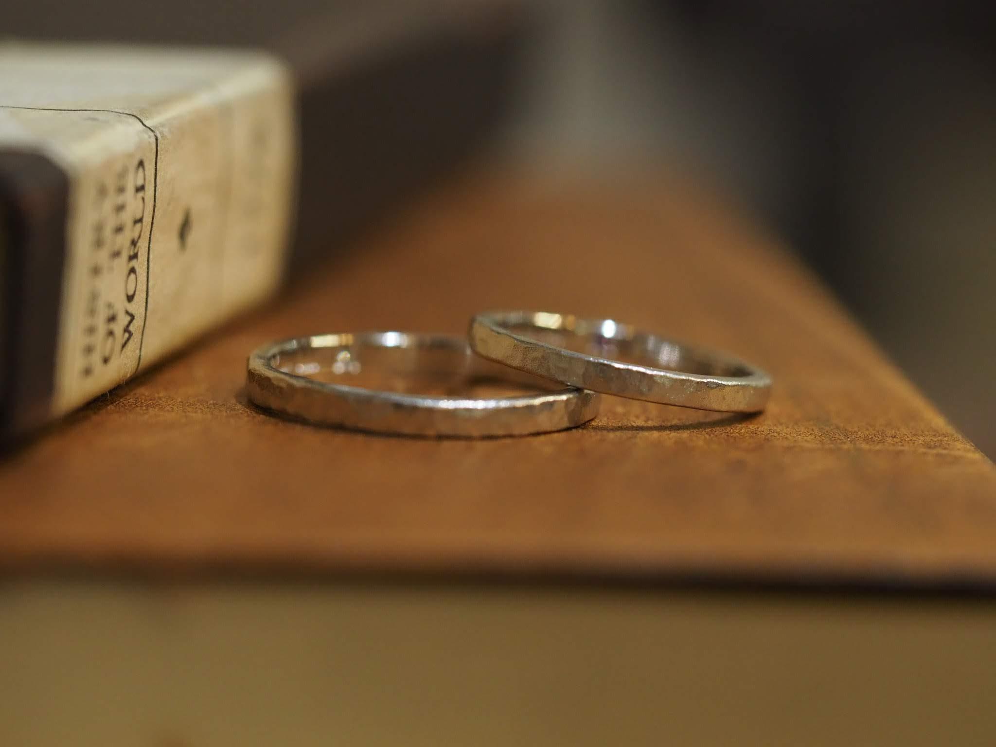 結婚指輪手作り作品 「プラチナ鎚目の結婚指輪」